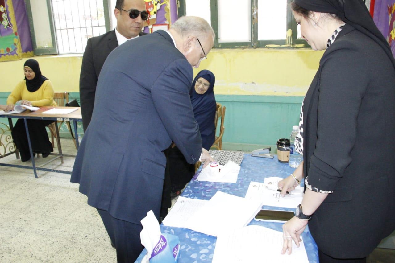 وزير العدل يدلي بصوته فى الاستفتاء على التعديلات الدستورية (2)