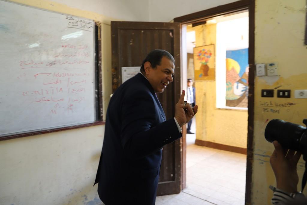 وزير القوى العاملة يدلى بصوته فى الاستفتاء على التعديلات الدستورية  (14)