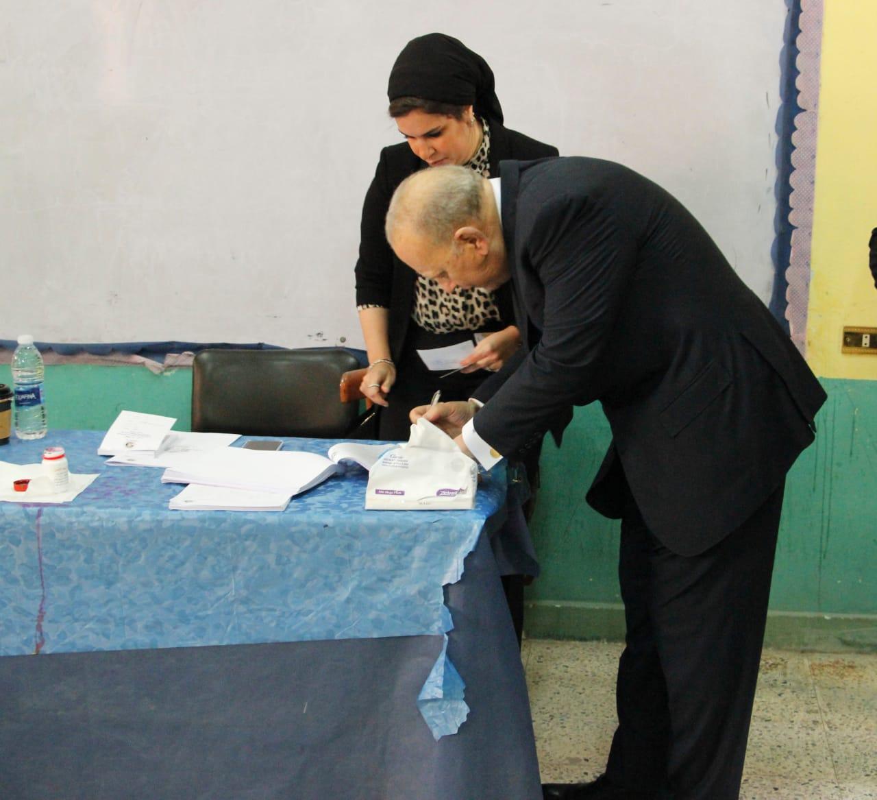 وزير العدل يدلي بصوته فى الاستفتاء على التعديلات الدستورية (4)