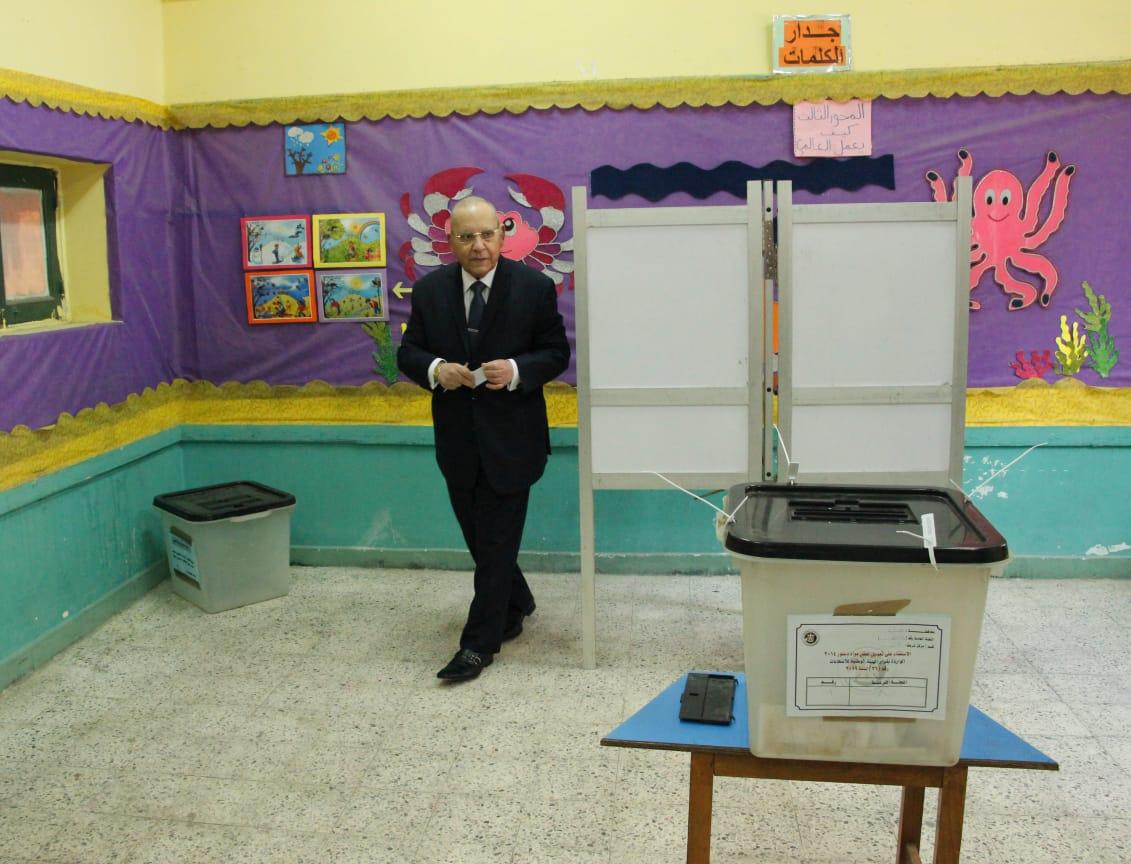 وزير العدل يدلي بصوته فى الاستفتاء على التعديلات الدستورية (1)