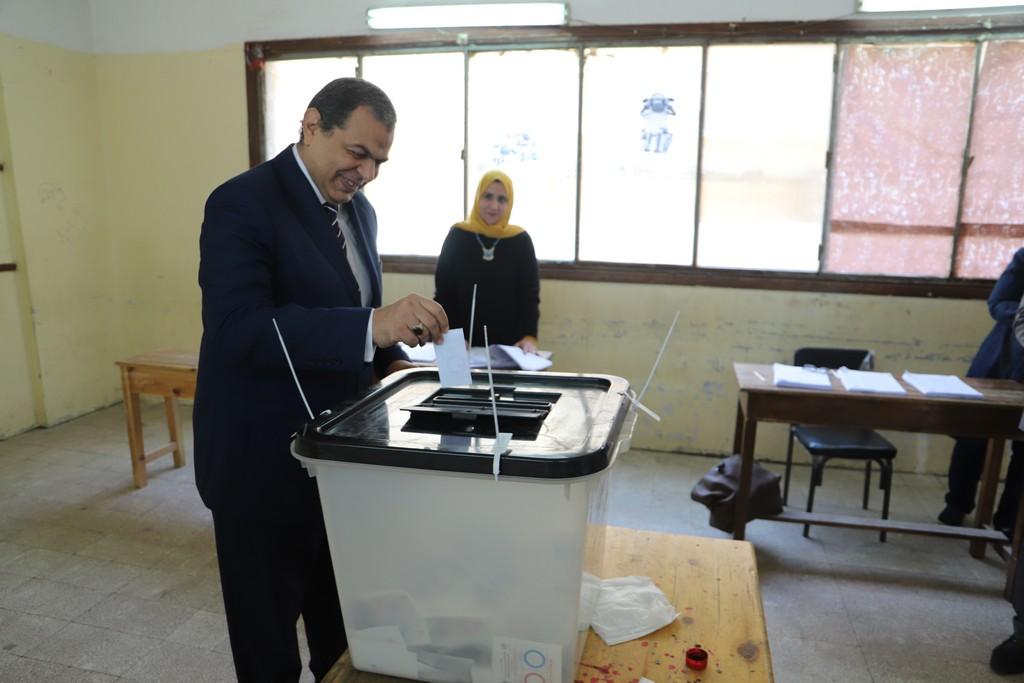 وزير القوى العاملة يدلى بصوته فى الاستفتاء على التعديلات الدستورية  (11)