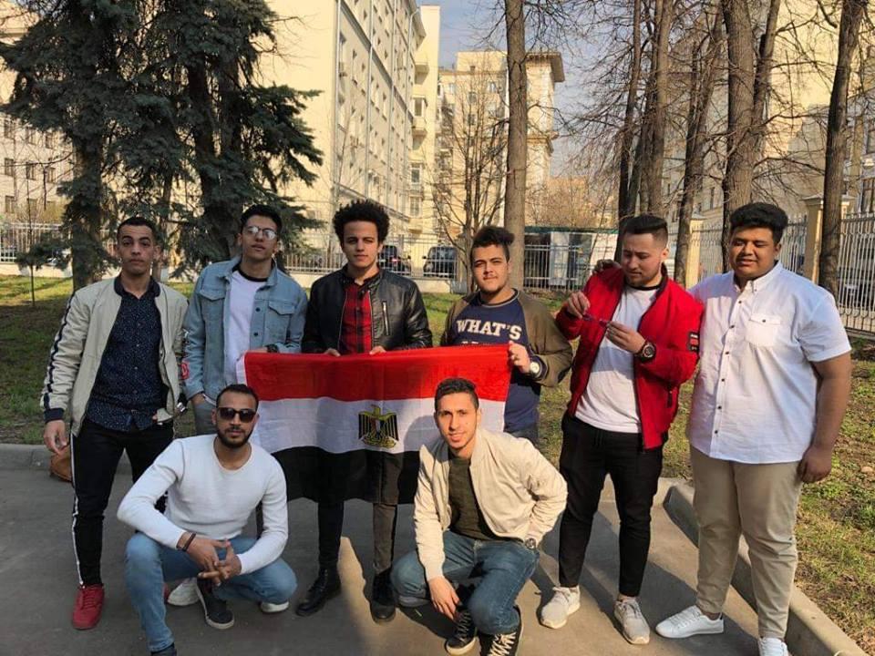 جانب من مشاركة الشباب المصرى فى الاستفتاء بروسيا