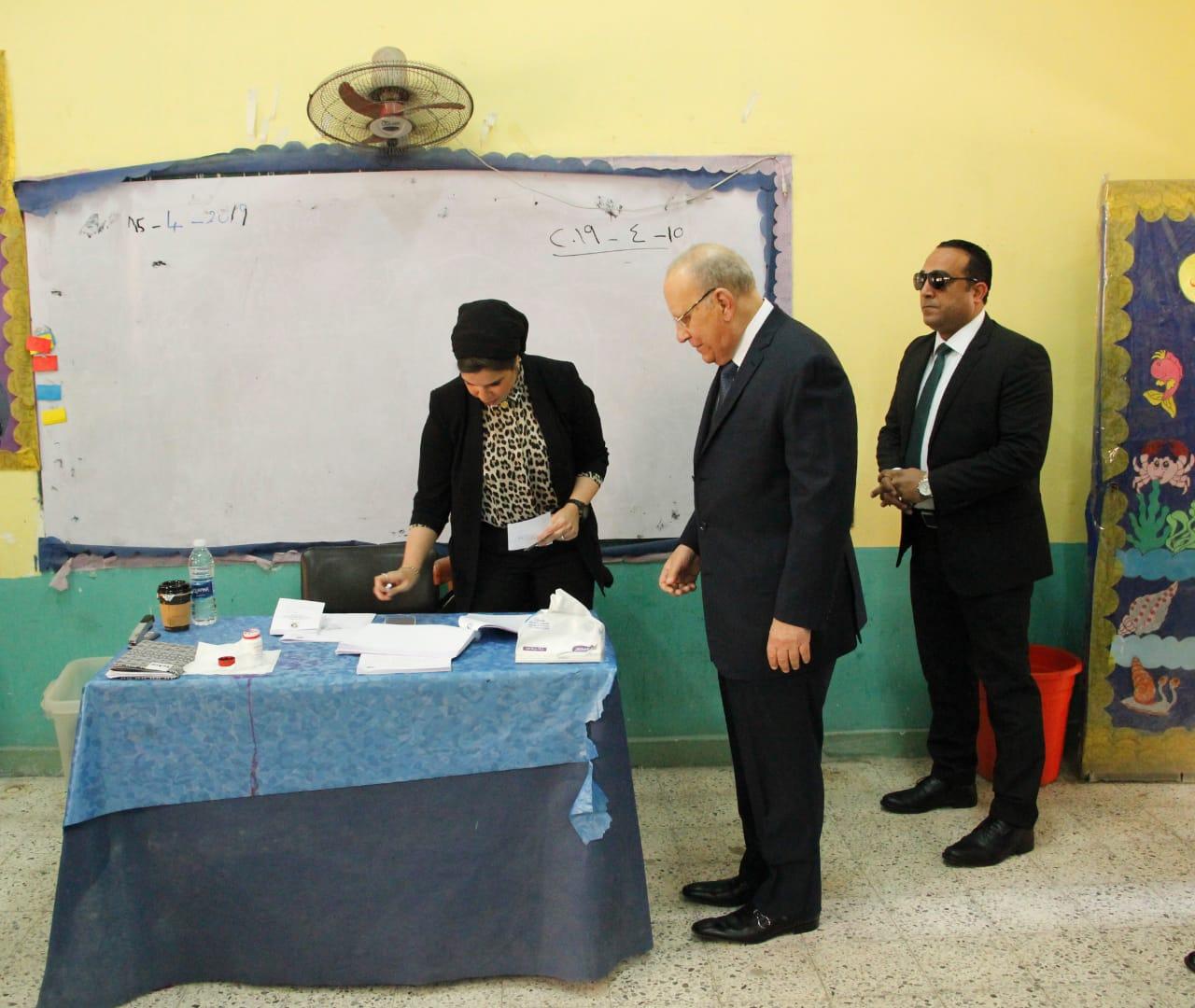 وزير العدل يدلي بصوته فى الاستفتاء على التعديلات الدستورية (5)