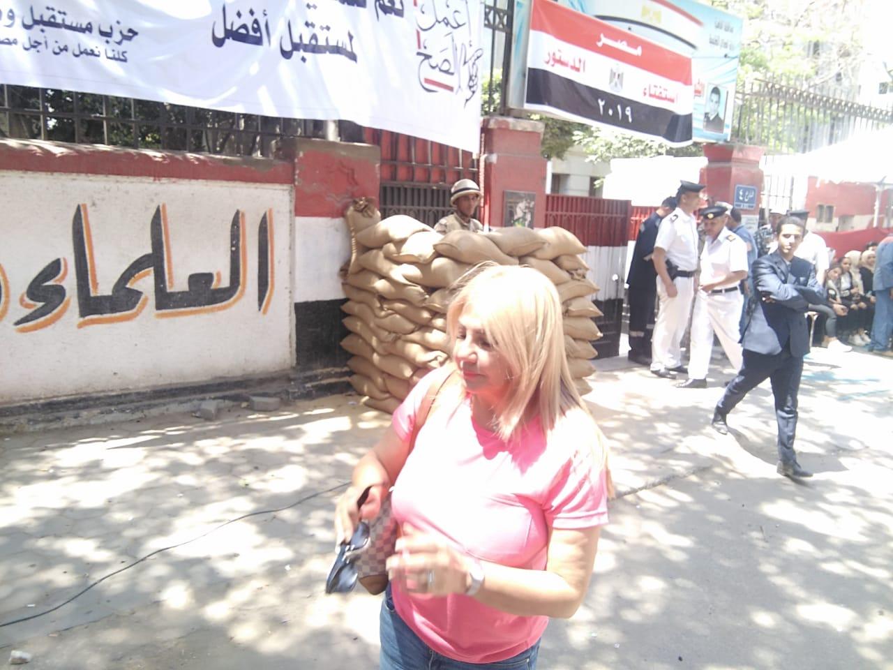 الفنانة ندا بسيونى عقب المشاركة فى استفتاء التعديلات الدستورية