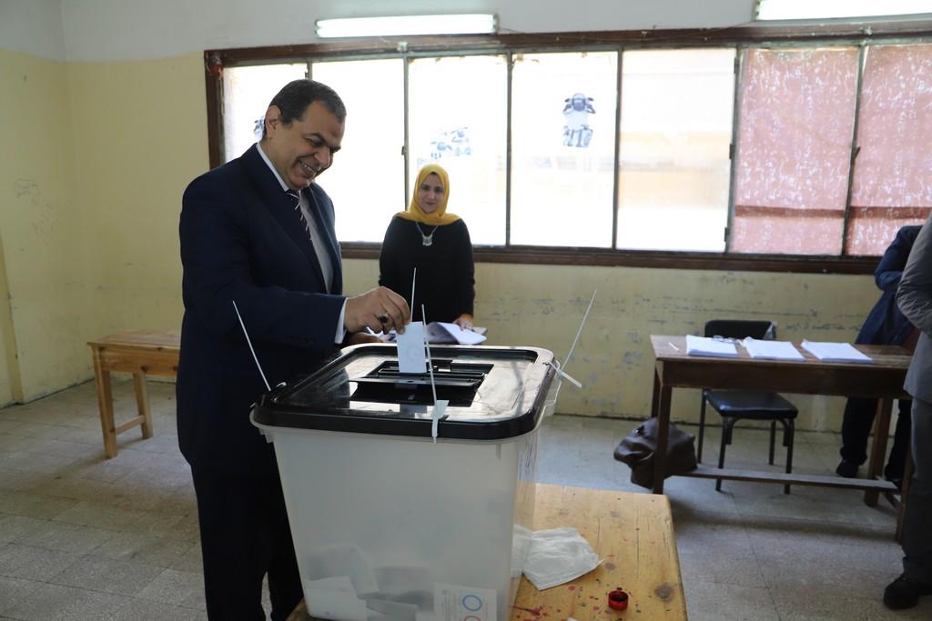 وزير القوى العاملة يدلى بصوته فى الاستفتاء على التعديلات الدستورية  (12)