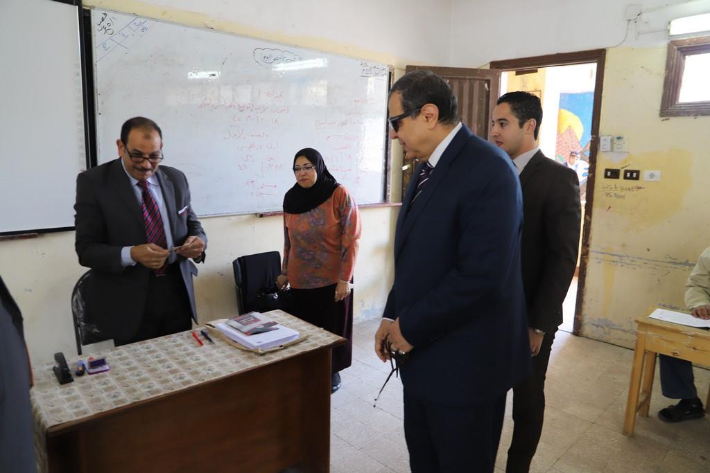 وزير القوى العاملة يدلى بصوته فى الاستفتاء على التعديلات الدستورية  (3)