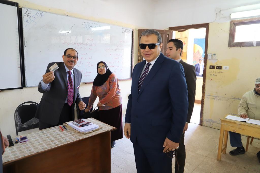 وزير القوى العاملة يدلى بصوته فى الاستفتاء على التعديلات الدستورية  (4)