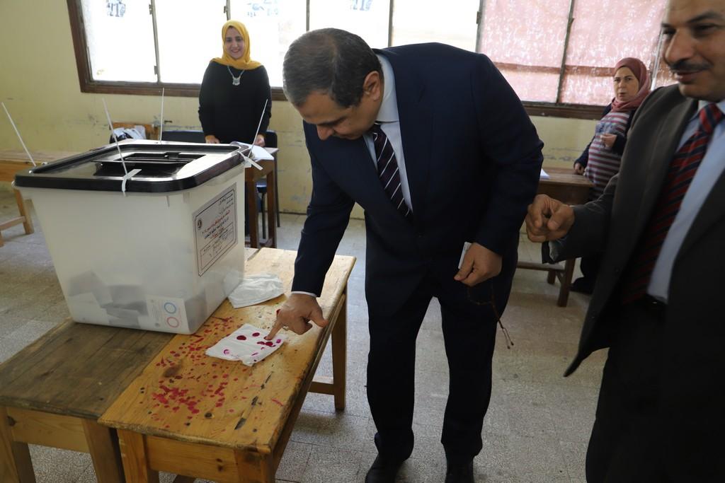 وزير القوى العاملة يدلى بصوته فى الاستفتاء على التعديلات الدستورية  (13)