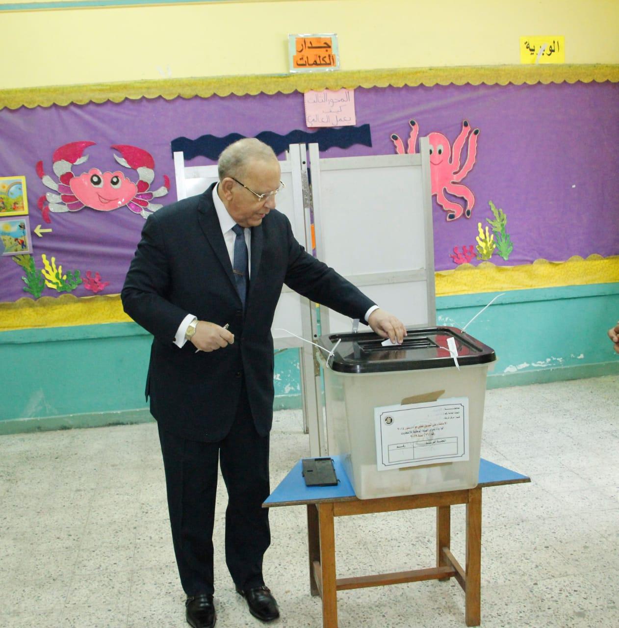 وزير العدل يدلي بصوته فى الاستفتاء على التعديلات الدستورية (3)