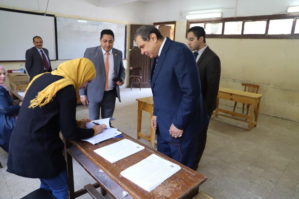 وزير القوى العاملة يدلى بصوته فى الاستفتاء على التعديلات الدستورية  (6)