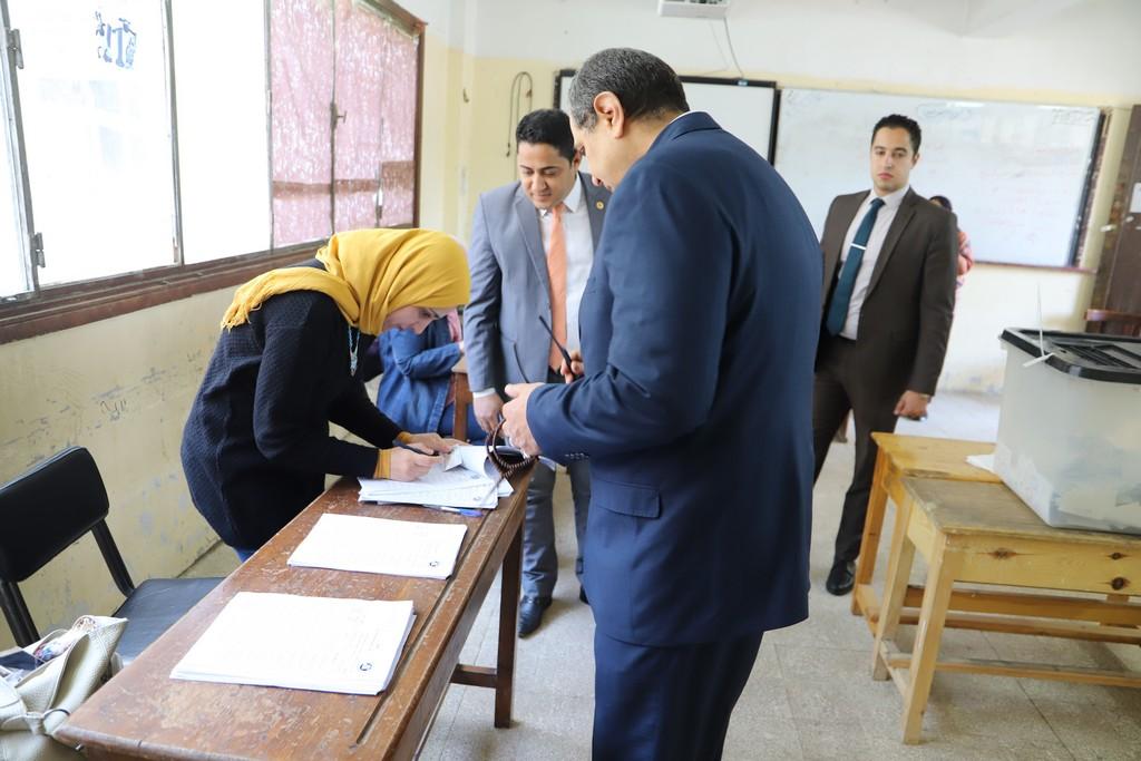 وزير القوى العاملة يدلى بصوته فى الاستفتاء على التعديلات الدستورية  (5)