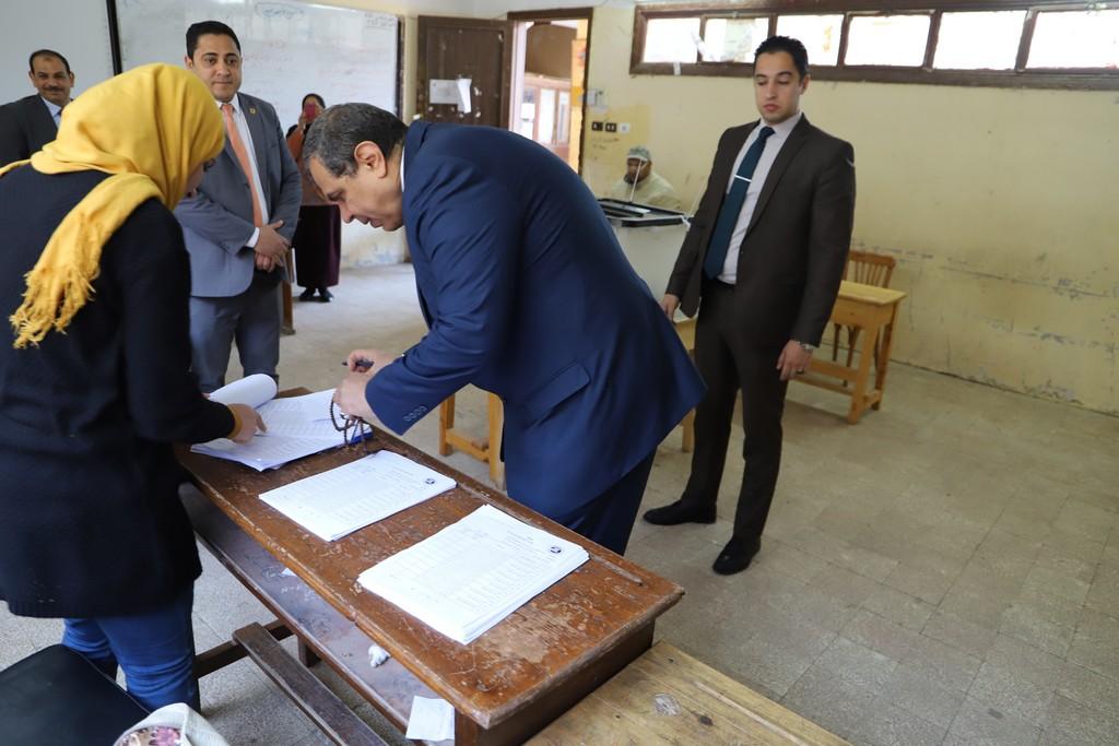 وزير القوى العاملة يدلى بصوته فى الاستفتاء على التعديلات الدستورية  (7)