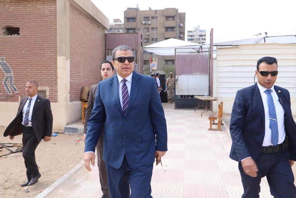 وزير القوى العاملة يدلى بصوته فى الاستفتاء على التعديلات الدستورية  (2)