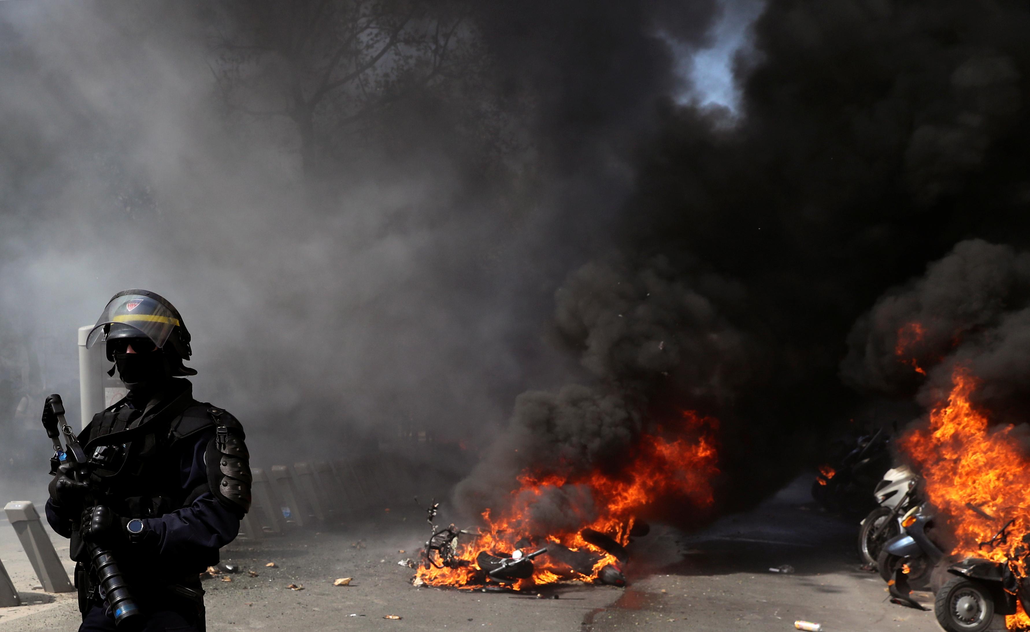 اشتباكات بين متظاهرى السترات الصفراء والشرطة الفرنسية (18)