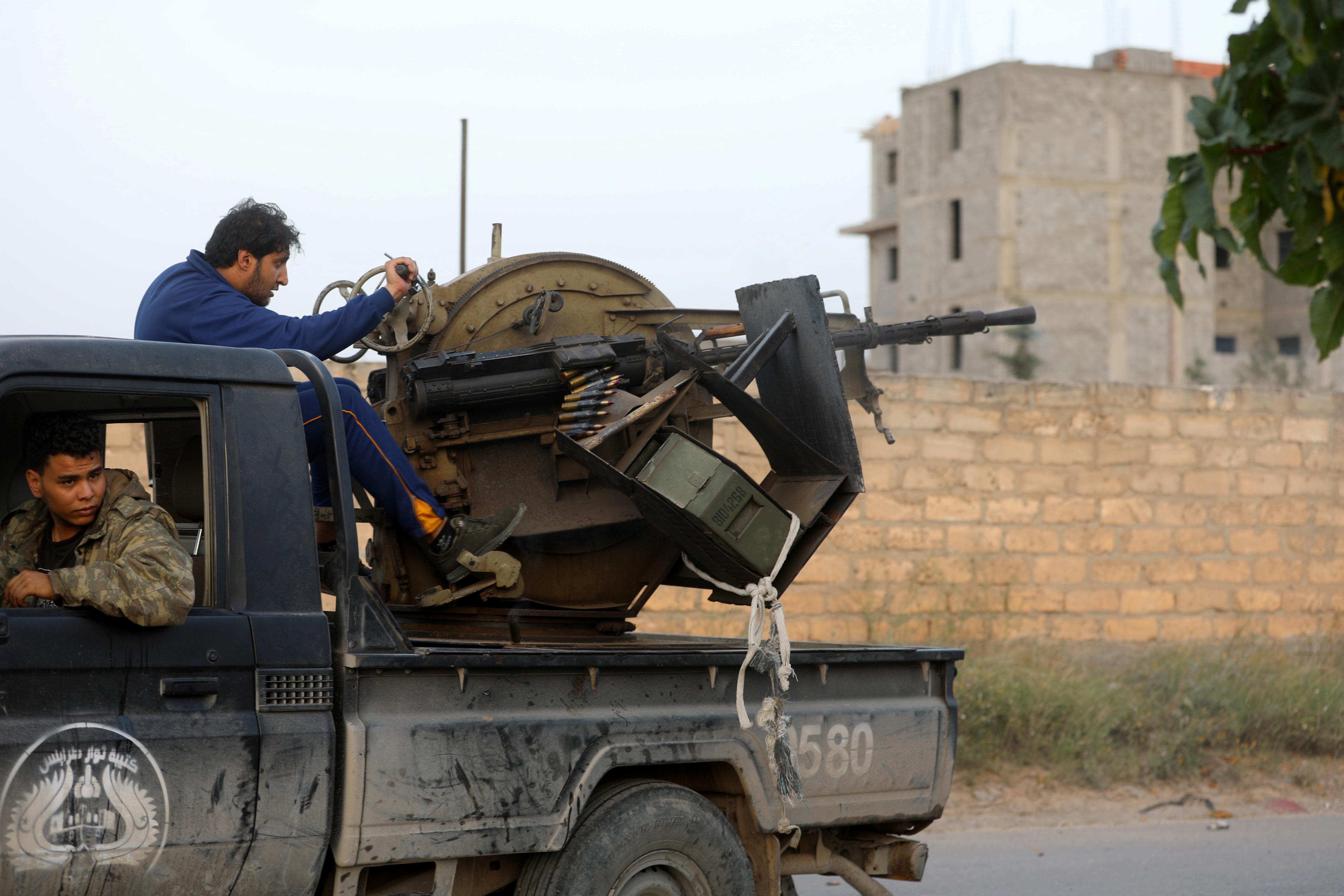 تجدد الاشتباكات بمحيط طرابلس (3)