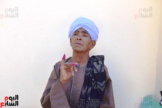 الحاجة-صيصة-سيدة-الرئيس-تصوت-علي-التعديلات-الدستورية-(5)
