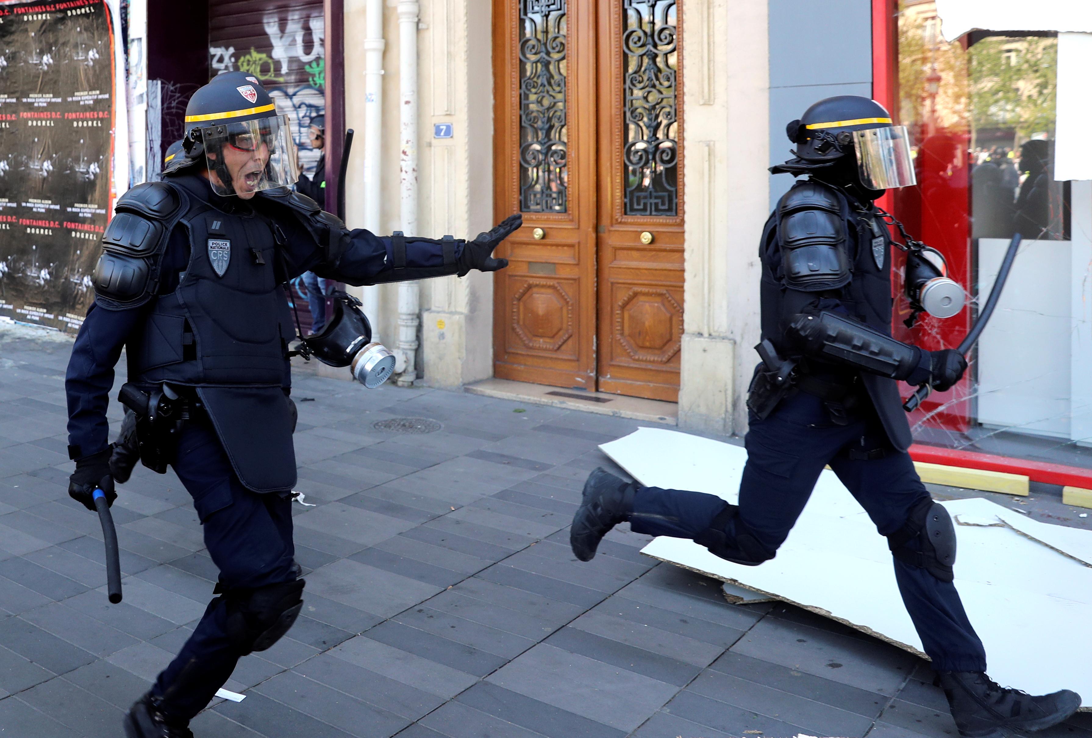 اشتباكات بين متظاهرى السترات الصفراء والشرطة الفرنسية (14)