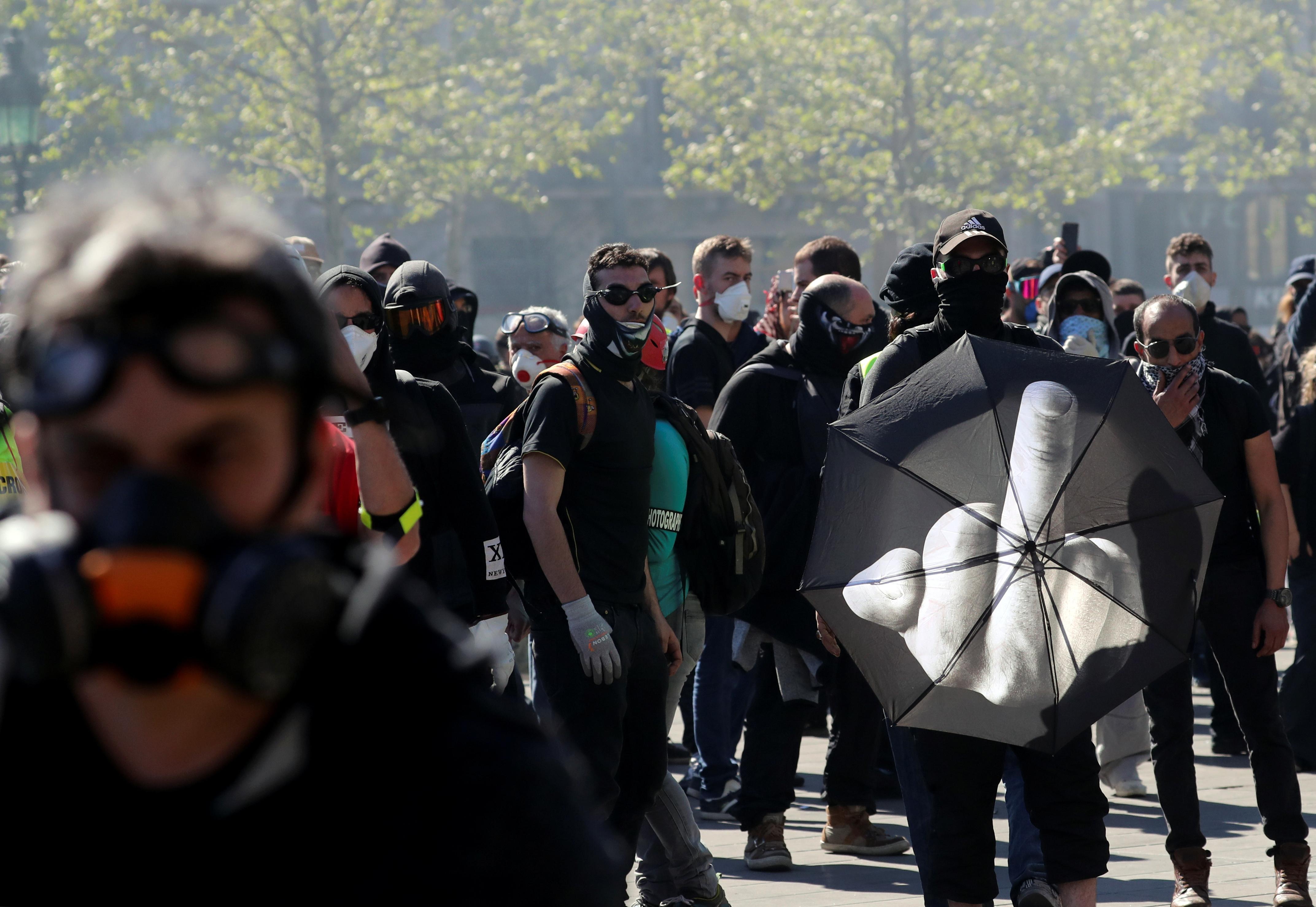 اشتباكات بين متظاهرى السترات الصفراء والشرطة الفرنسية (12)