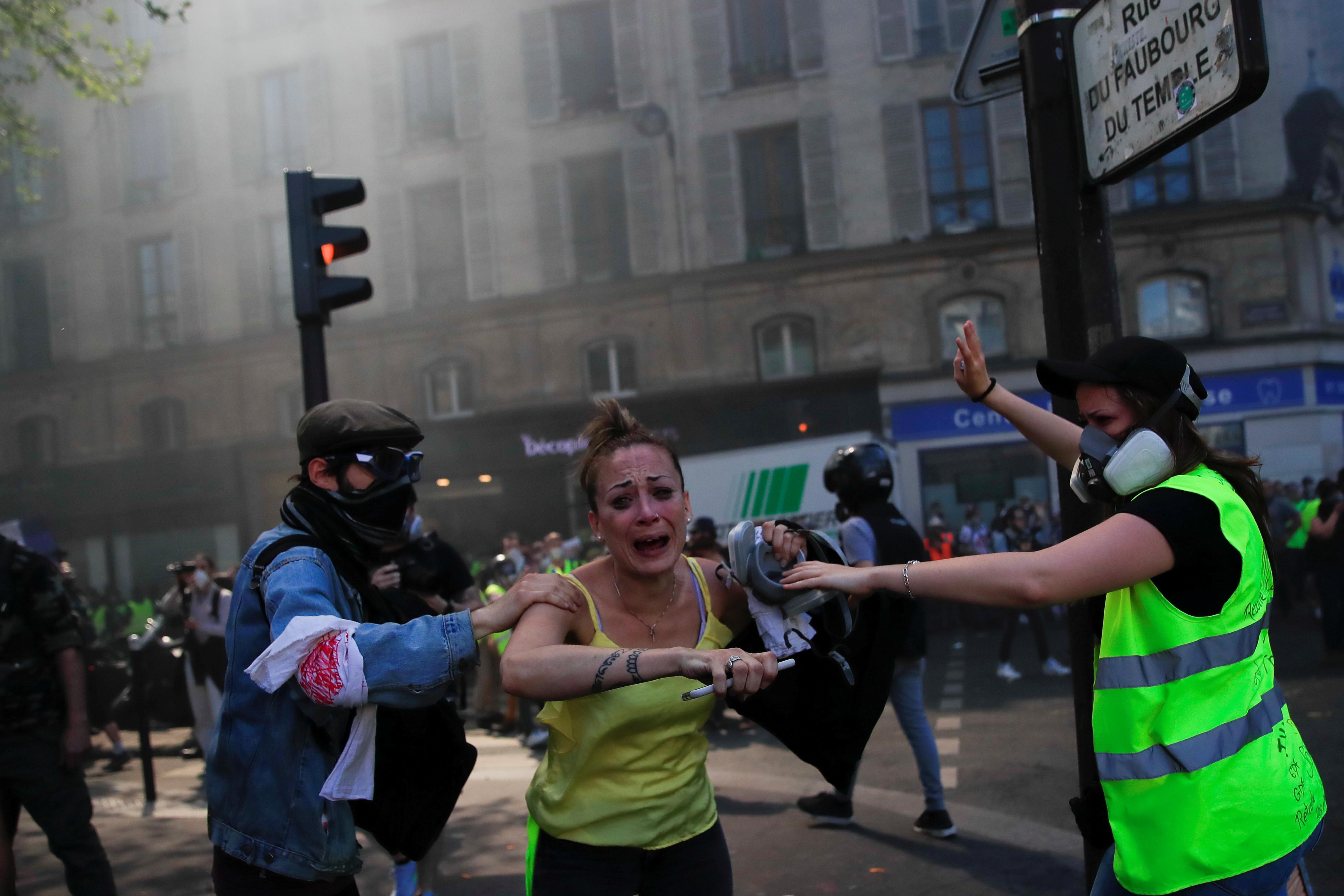 اشتباكات بين متظاهرى السترات الصفراء والشرطة الفرنسية (5)