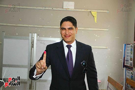 أحمد أبو هشيمة يدلى بصوته بالاستفتاء (4)