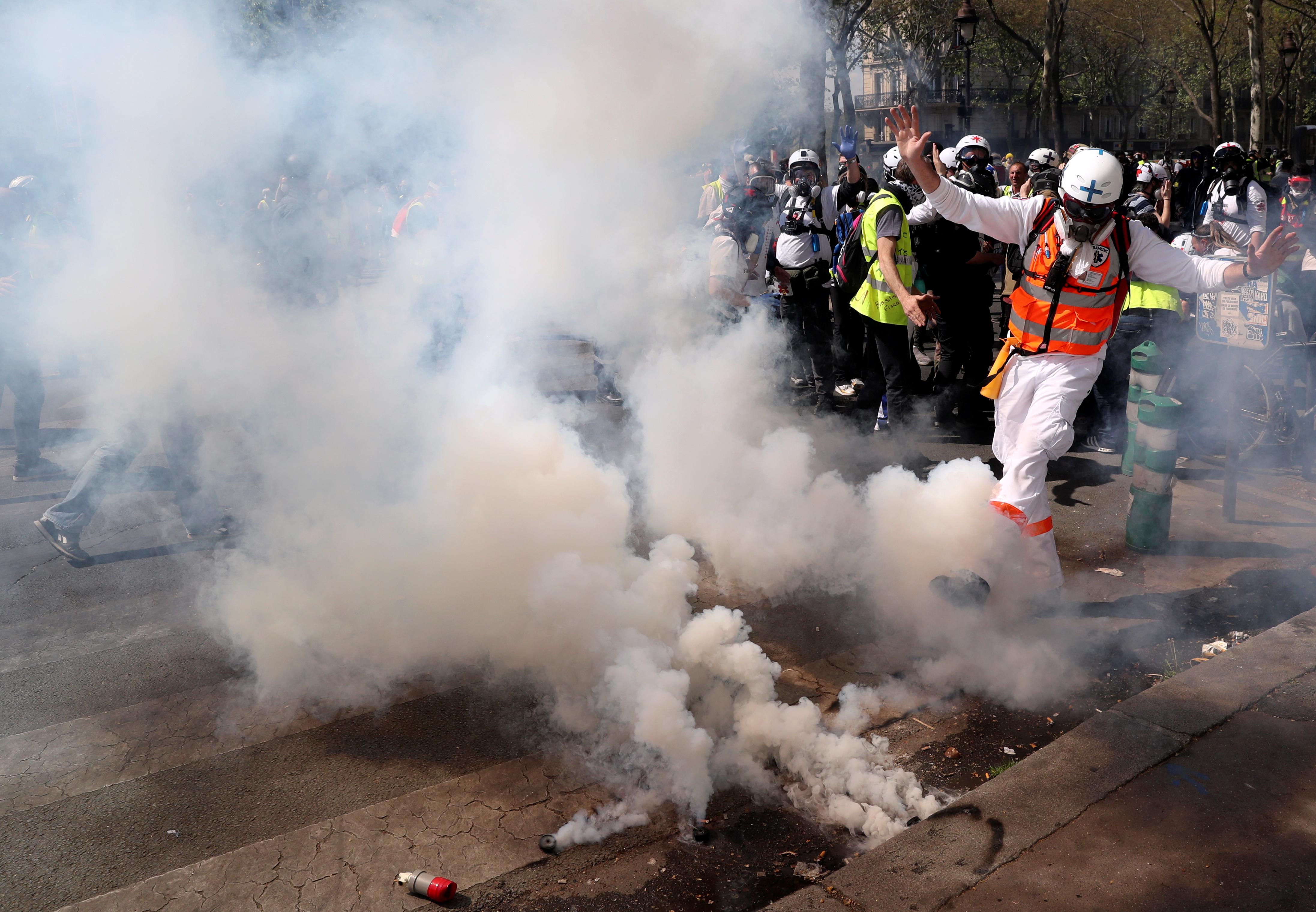 اشتباكات بين متظاهرى السترات الصفراء والشرطة الفرنسية (17)