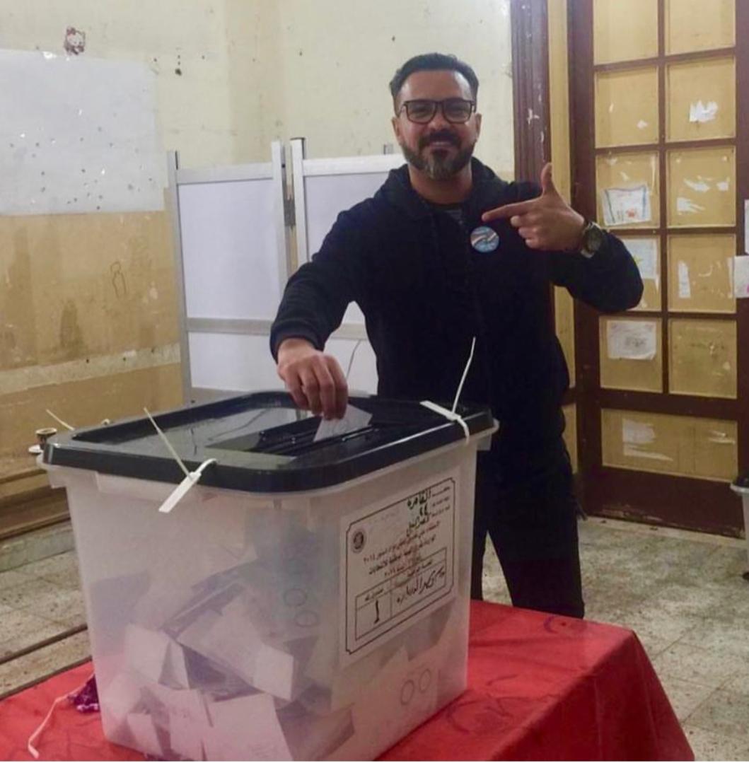 محمد رجب يدلي بصوته (2)