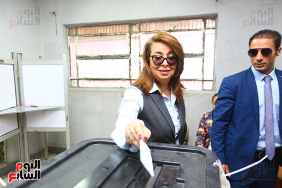غاده والى خلال الاستفتاء على الدستور (10)