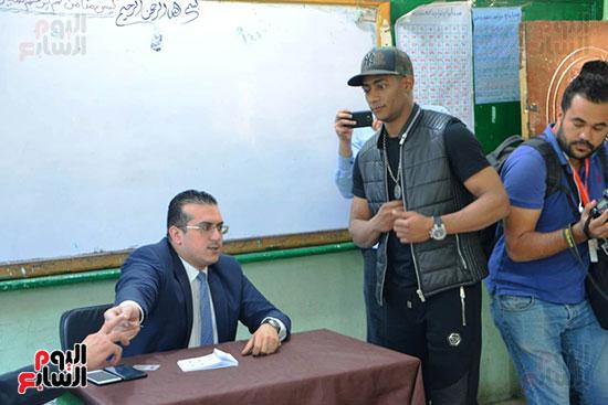 محمد رمضان خلال استفتاء الدستور (18)