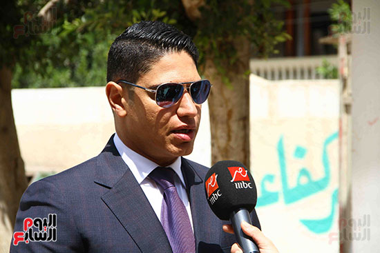 أحمد أبو هشيمة يدلى بصوته بالاستفتاء (13)