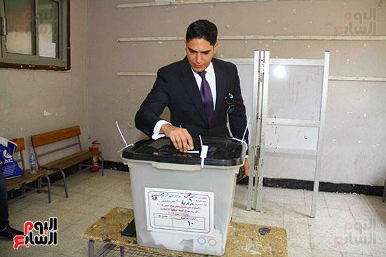 أحمد أبو هشيمة يدلى بصوته بالاستفتاء (3)