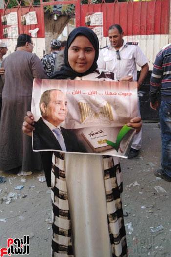 زحام وطوابير أمام لجان المرج للاستفتاء (1)