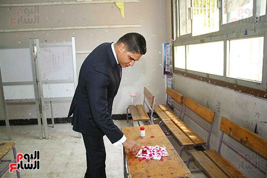 أحمد أبو هشيمة يدلى بصوته بالاستفتاء (2)