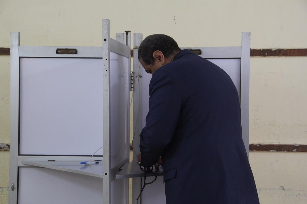 وزير القوى العاملة يدلى بصوته فى الاستفتاء (3)