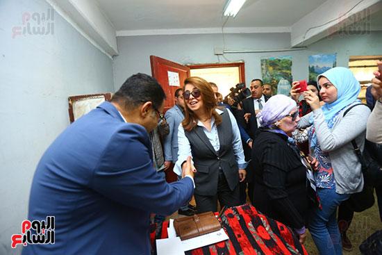 غاده والى خلال الاستفتاء على الدستور (4)