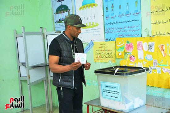محمد رمضان خلال استفتاء الدستور (2)