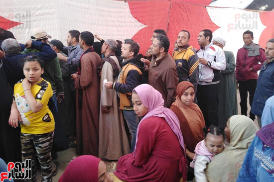 زحام وطوابير أمام لجان المرج للاستفتاء (3)