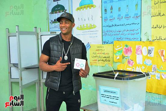 محمد رمضان خلال استفتاء الدستور (26)