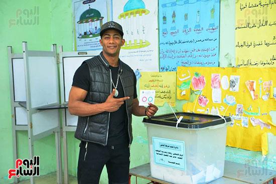 محمد رمضان خلال استفتاء الدستور (8)