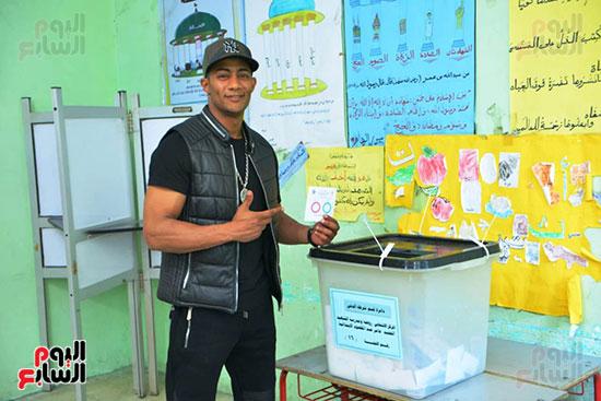 محمد رمضان خلال استفتاء الدستور (12)