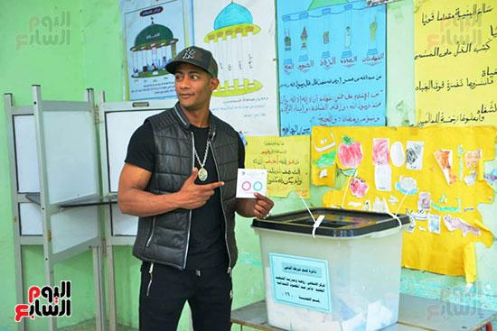 محمد رمضان خلال استفتاء الدستور (3)