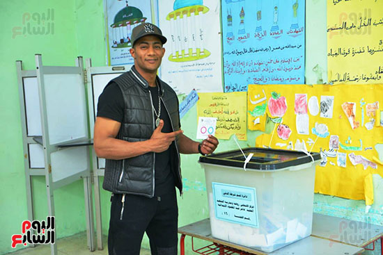 محمد رمضان خلال استفتاء الدستور (1)