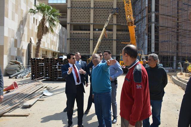 وزير الرياضة يتفقد استاد القاهرة