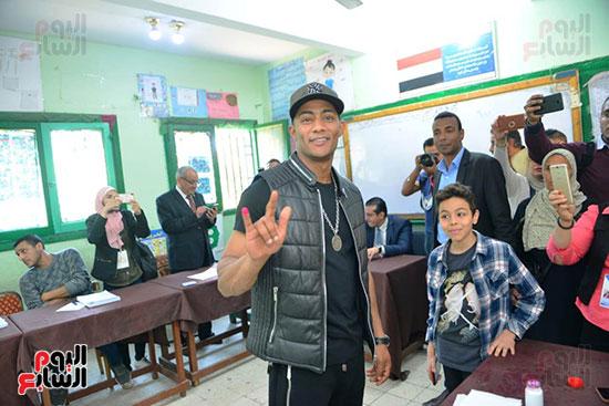 محمد رمضان خلال استفتاء الدستور (14)