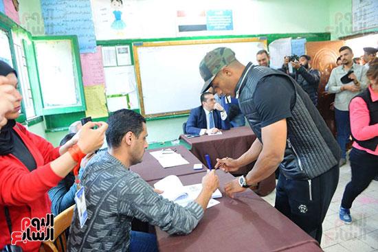 محمد رمضان خلال استفتاء الدستور (28)