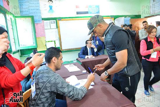 محمد رمضان خلال استفتاء الدستور (21)
