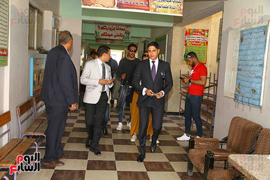أحمد أبو هشيمة يدلى بصوته بالاستفتاء (10)