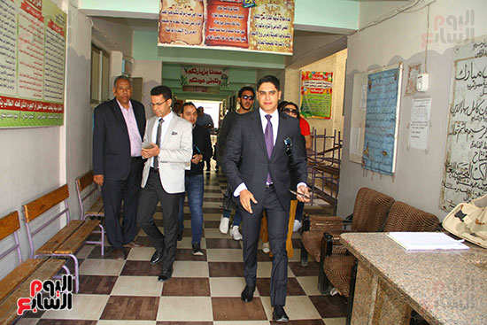 أحمد أبو هشيمة يدلى بصوته بالاستفتاء (11)