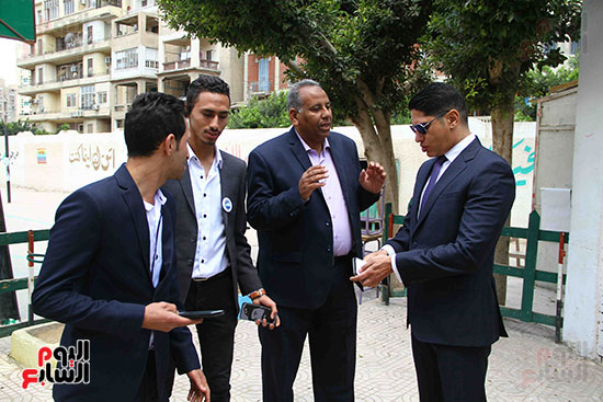 أحمد أبو هشيمة يدلى بصوته بالاستفتاء (14)