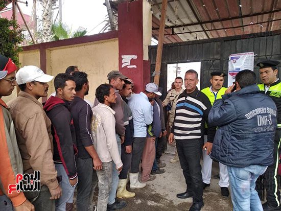المواطنين-يدلون-بأصواتهم-للاستفتاء-على-الدستورية-بمدرسة-جمال-عبد-الناصر-فى-بورسعيد-(3)