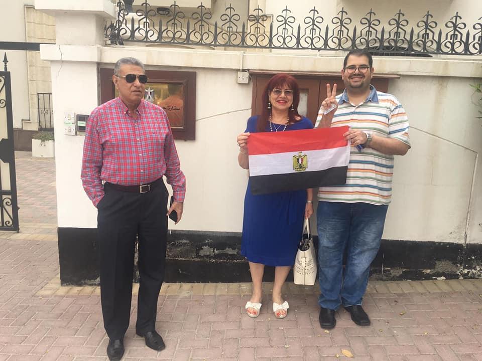 80812-المصريون-فى-البحرين-يواصلون-التصويت-فى-الاستفتاء
